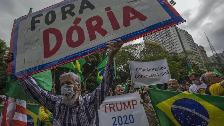 'Guerra da Vacina' de Bolsonaro chega às ruas e ameaça imunidade do rebanho